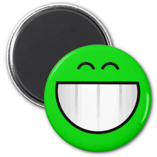 big grin happy face 6 cm round magnet