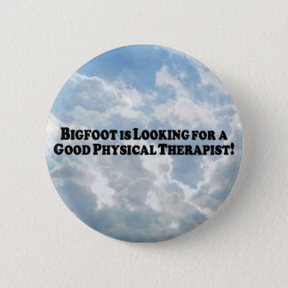 Bigfoot Looking for Good Physical Therapist - Basi 6 Cm Round Badge