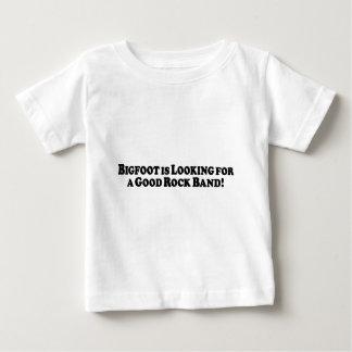 Bigfoot Looking for Good Rock Band - Basic Tshirt