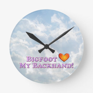 Bigfoot Loves My Backhand - Basic Round Wallclocks