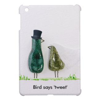 Bird says 'tweet' Wedding couple in green ceramic Case For The iPad Mini