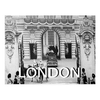 Black and white Buckingham Palace UK postcard