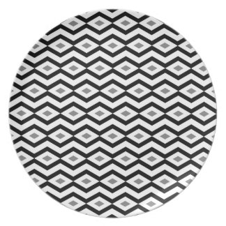 Black and White Diamond Zigzag Plate