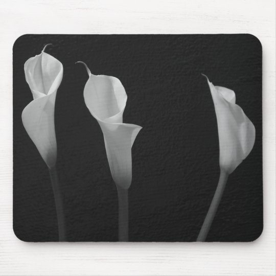 Black and White Flowers Mouse Mat