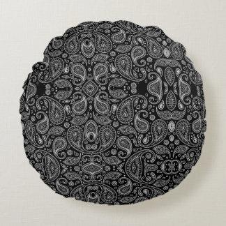 Black And White Paisley Retro Pattern Round Cushion