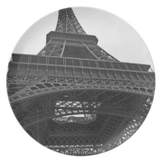Black and white photograph of the Eiffel Tower Plate