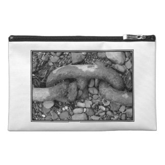 Black and white picture of chain. travel accessory bags