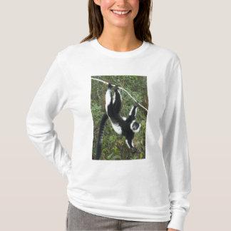 Black and White Ruffed Lemur, (Varecia T-Shirt