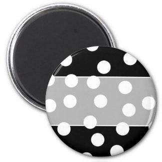 Black and White Spotty Design. 6 Cm Round Magnet