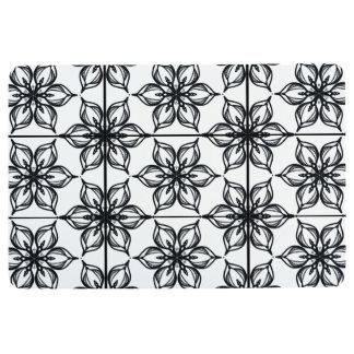 Black and white starflowers floor mat