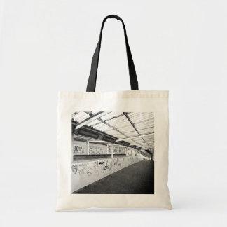 BLACK AND WHITE URBAN LONDON TOTE BAG