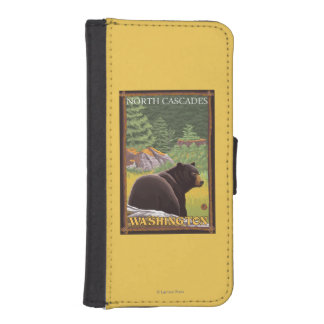 Black Bear in Forest - North Cascades, Washingto iPhone SE/5/5s Wallet Case