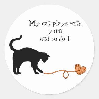 Black Cat & Heart Shaped Yarn (Orange) Round Sticker