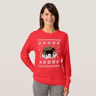 Black Labrador Christmas Evergreen Snowflakes T-Shirt