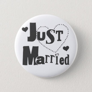 Black Text with Heart Just Married 6 Cm Round Badge