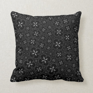Black White Geometric Crop Circle Throw Pillow