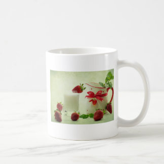Blows strawberries in the country house style mug