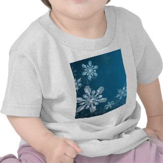 Blue Christmas snowflake background Tee Shirt