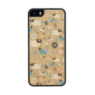 Blue Doggie Pattern Carved® Maple iPhone 5 Case