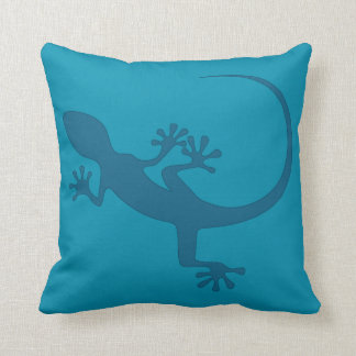 Blue lizard, geko - Faraglioni, Capri, Italy Throw Pillow