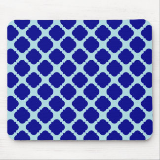 Blue quatrefoil design mouse mat