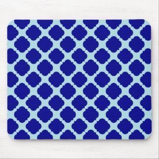 Blue quatrefoil design mouse pad