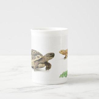 Bone china mug with reptile design