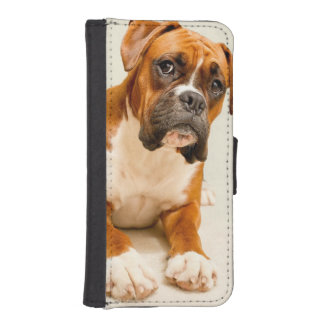 Boxer puppy on ivory cream backdrop. iPhone SE/5/5s wallet case