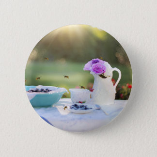Breakfast with wasps 6 cm round badge