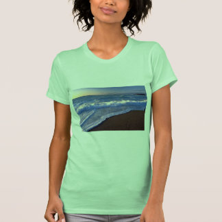 Breaking waves, Hudson Bay, Canada Tshirt