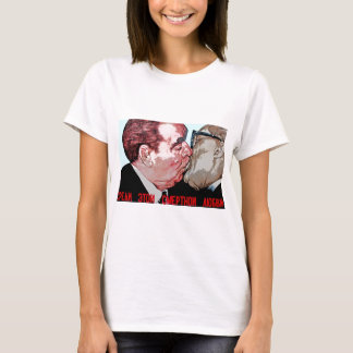 Brezhnev & Honecker Kiss,East Side Gallery, Berlin T-Shirt