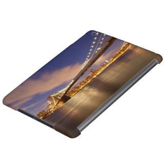 Brooklyn Bridge and Manhattan at Night. iPad Air Cover