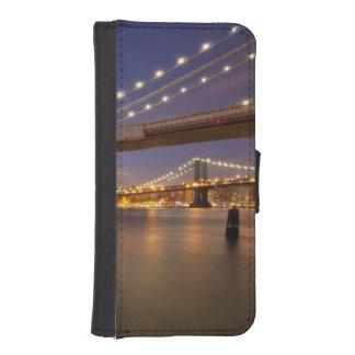 Brooklyn Bridge and Manhattan at Night. iPhone SE/5/5s Wallet Case