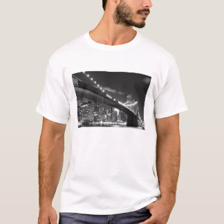 Brooklyn Bridge and Manhattan Skyline At Night T-Shirt
