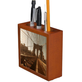 Brooklyn Bridge. Desk Organiser