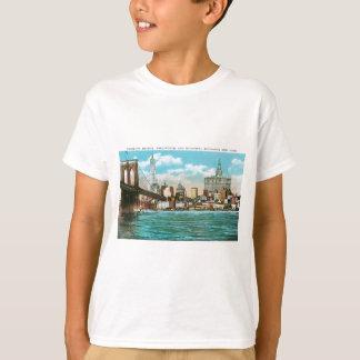 Brooklyn Bridge, Woolworth and Municipal... T-Shirt