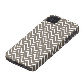 Brown gray whimsical zigzag chevron pattern Case-Mate iPhone 4 case