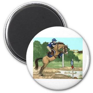 "Buckskin Horse Art ""Don't get toes wet"" 6 Cm Round Magnet"