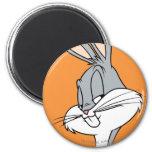 BUGS BUNNY™ Sideways Glance 6 Cm Round Magnet