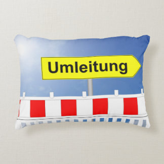 Building site, bypass and building site closing decorative cushion