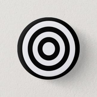 bullseye - stay focused on target 3 cm round badge