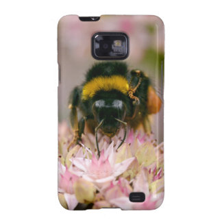 Bumblebee feeding on flower galaxy s2 covers