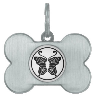 Butterfly-shaped folded oak leaves in itowa pet name tag