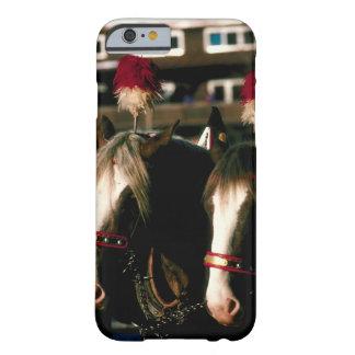 Caballos con los tocados barely there iPhone 6 case