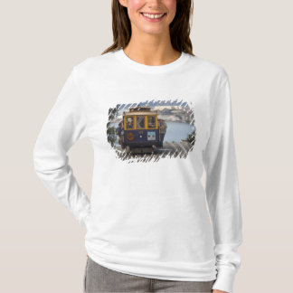 Cable car chugs up Hyde Street in San T-Shirt