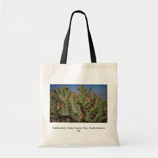 Cactus plant, Colca Canyon, Peru, South America De Budget Tote Bag
