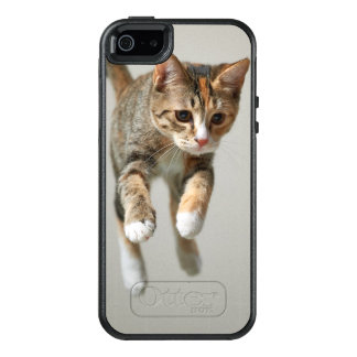 Calico Cat Jumping OtterBox iPhone 5/5s/SE Case