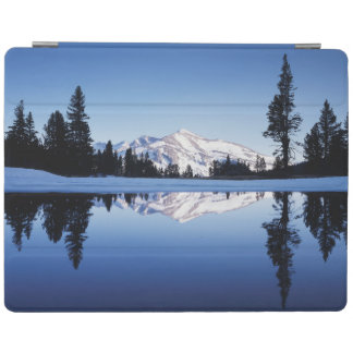 California, Sierra Nevada Mountains, Yosemite 9 iPad Cover