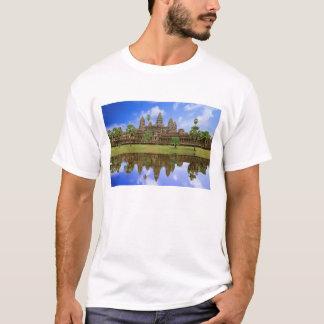 Cambodia, Kampuchea, Angkor Wat temple. T-Shirt