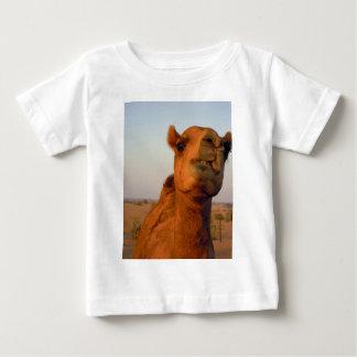 Camel in desert 2 baby T-Shirt